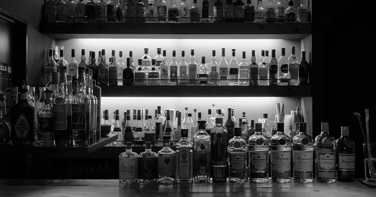 広島・八丁堀のバー「Pub&Bar9」。一人飲みやデートに人気【公式】
